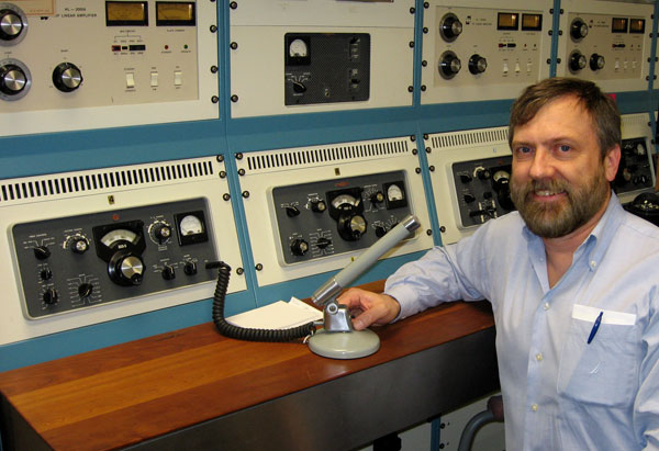 Neil Sanderson ZL1NZ VE3NGS at the Hammond Museum of Radio