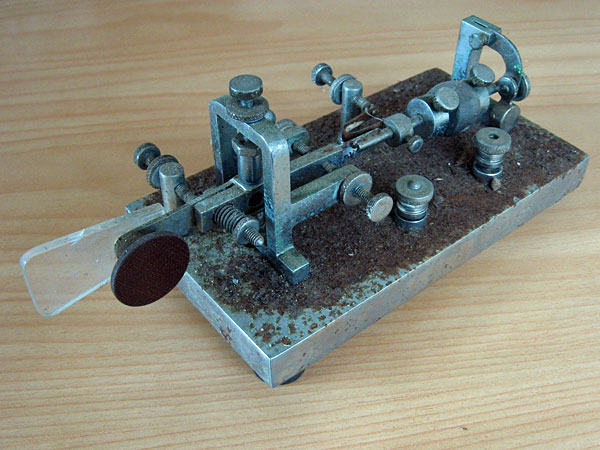 Supreme bug telegraph key at ZL1NZ