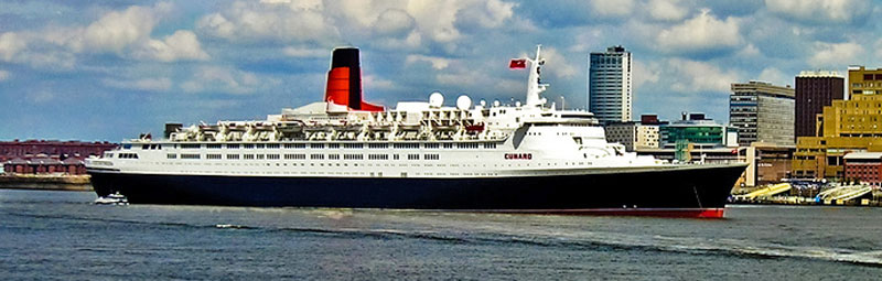 QE2 in Liverpool, 2004